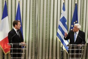 Παυλόπουλος σε Μακρόν: Δεν θέλουμε το ΔΝΤ, θέλουμε πιο ενισχυμένο ESM [pics]