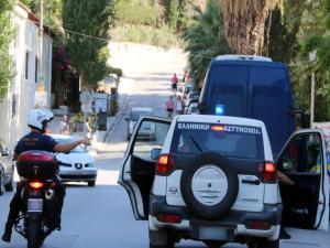 Σύλληψη διακινητών στη Θεσσαλονίκη – Έκρυβαν μετανάστες στο πορτμπαγκάζ