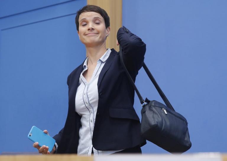 AFD: Αποχωρεί η συμπρόεδρος Φράουκε Πέτρι! | Newsit.gr
