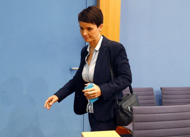 AfD: Τους άφησε «παγωτό»! Τα «βρόντηξε» η συμπρόεδρος: «Δεν θα είμαι βουλευτής σας» | Newsit.gr