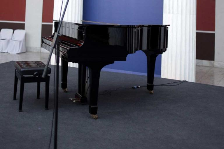 Φρίκη σε ωδείο της Αττικής! Καθηγητής μουσικής ασελγούσε σε κοριτσάκια 9 έως 12 ετών | Newsit.gr
