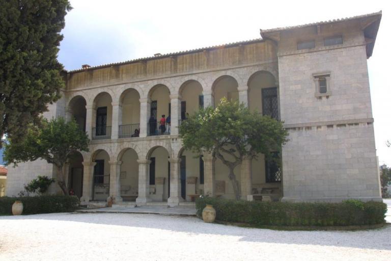 Η απίθανη ιστορία με την κόρη της Δούκισσας στην Πεντέλη | Newsit.gr