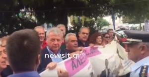 """ΔΕΘ 2017: Διαμαρτυρία της ΠΟΕΔΗΝ – """"Μας σαπίσατε στο ξύλο"""" [vid]"""