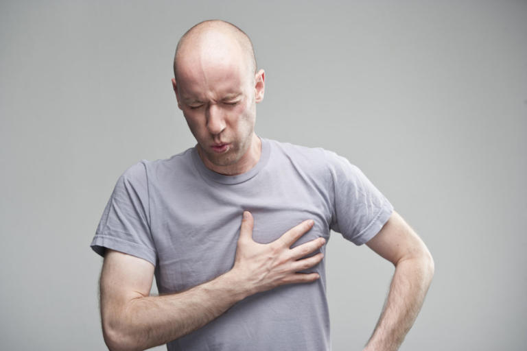 Πόνος στο στήθος από «αυξημένο άγχος»: Τι πρέπει να ξέρετε – Πότε οφείλεται στην καρδιά! | Newsit.gr