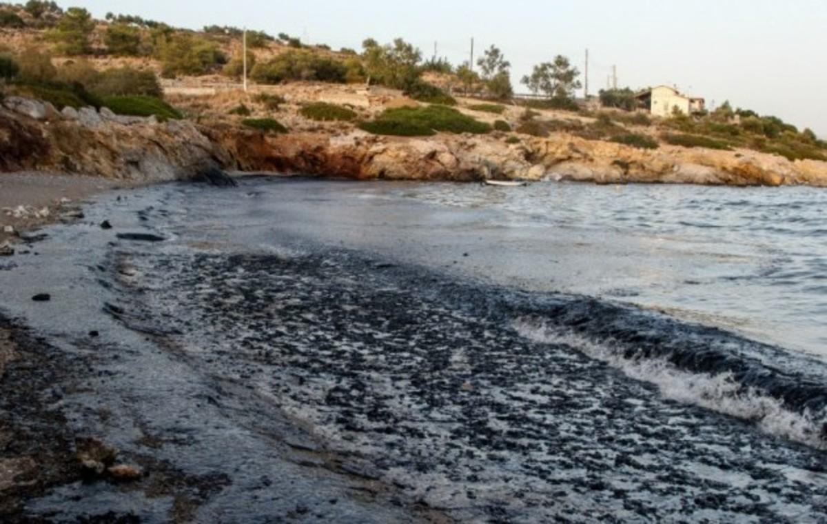 Πετρελαιοκηλίδα στην Αττική: Τι πρέπει να ξέρετε για την υγεία και την ασφάλειά σας   Newsit.gr