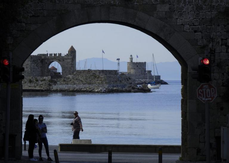 Ρόδος: Σάλος με Γερμανό δημοσιογράφο! Καταγγελίες ξενοδόχου για απάτη με γνωστή ταξιδιωτική ιστοσελίδα   Newsit.gr