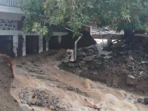 «Βούλιαξε» η Σαμοθράκη! Η καταιγίδα παρέσυρε τα πάντα – Κινδύνευσαν 4 άνθρωποι [pics, vids]