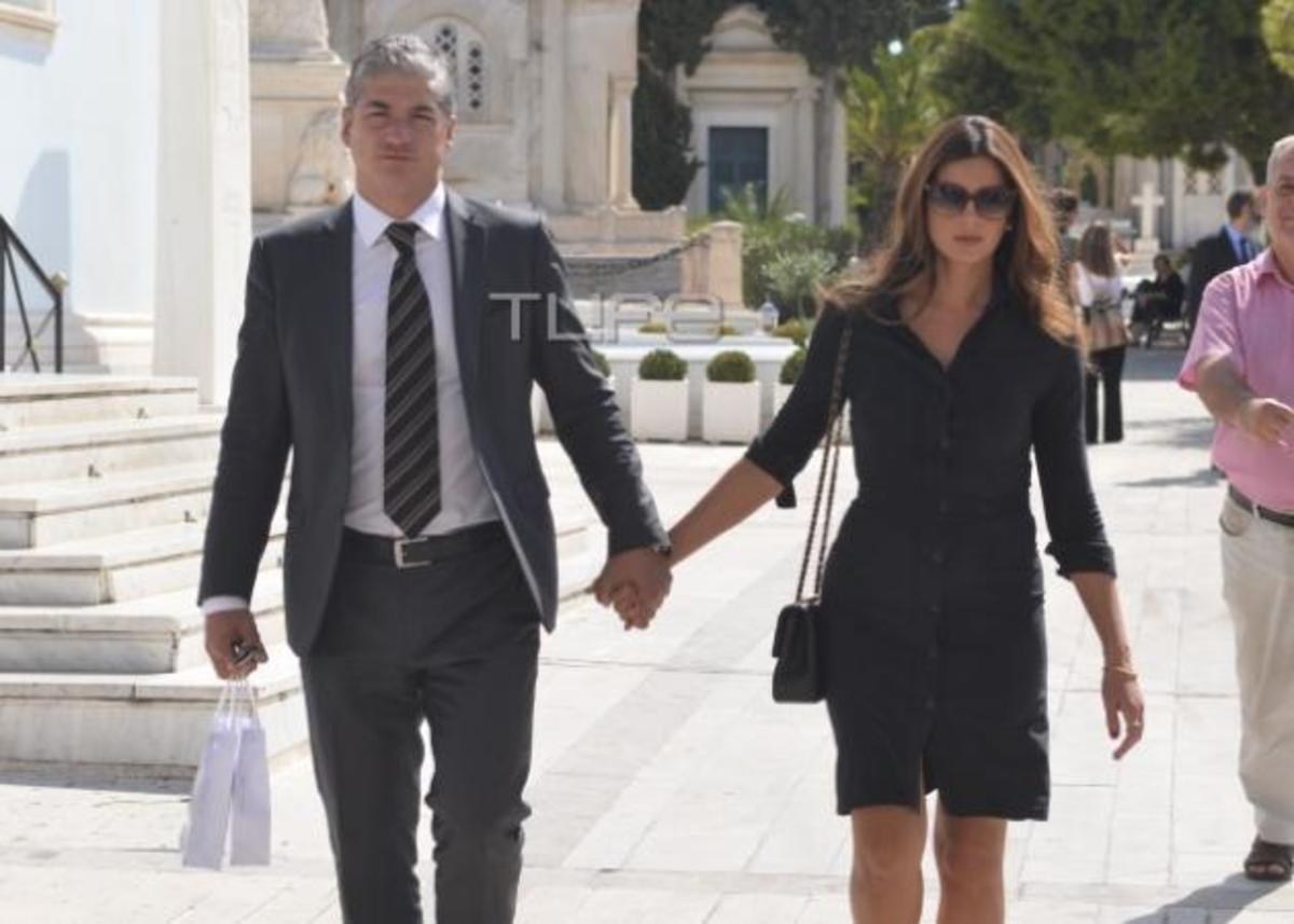 Σταματίνα Τσιμτσιλή: Με τον σύζυγό της Θέμη Σοφό στο μνημόσυνο της Ζωής Λάσκαρη [pics] | Newsit.gr