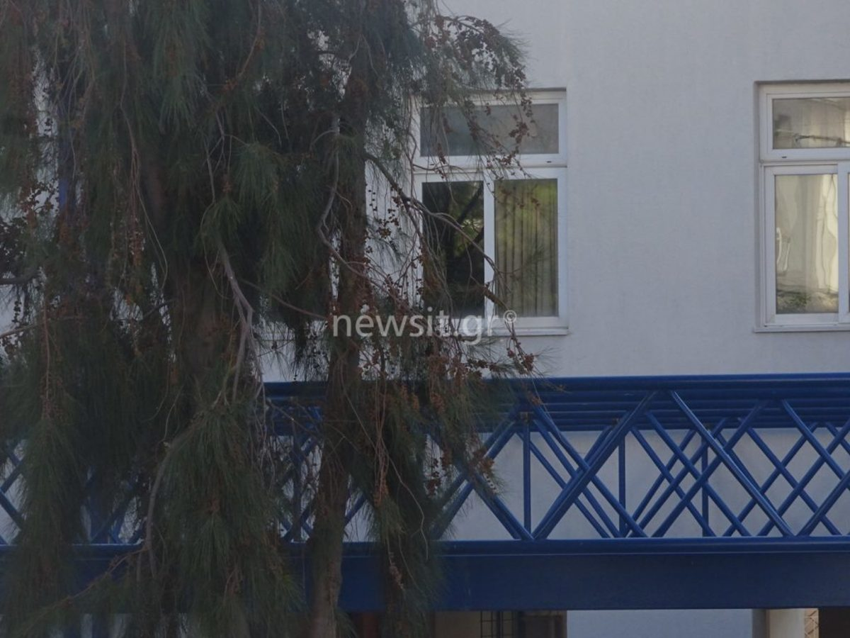 sxoleio dimotiko glifada 3 - Δημοτικό σχολείο Γλυφάδας: Τον κλείδωσαν μέσα και πήδηξε από το παράθυρο – Τι δηλώνει ο σοκαρισμένος πατέρας του 7χρονου [pics] - σχολείο, πτώση, παράθυρο, Γλυφάδα