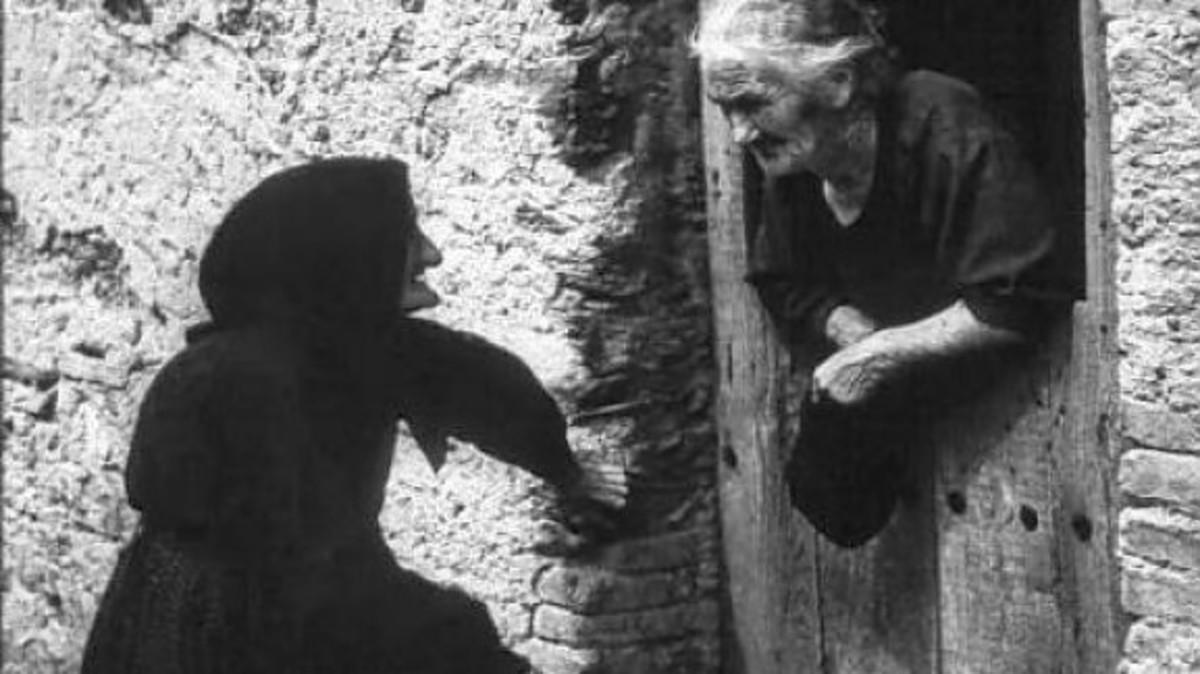Άγριο ξύλο μεταξύ δύο γιαγιάδων! Στο νοσοκομείο 84χρονη, καταζητείται 70χρονη | Newsit.gr
