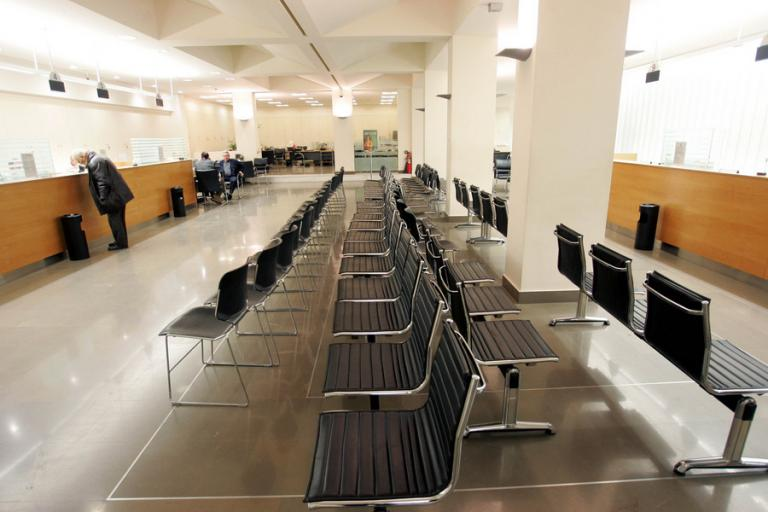 Τράπεζες: 10.000 απολύσεις και λουκέτα σε υποκαταστήματα | Newsit.gr