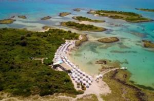 Λιχαδονήσια: Αυτές είναι οι «μικρές Σεϋχέλλες» της Ελλάδας που εντυπωσιάζουν τους τουρίστες [pic, vid]