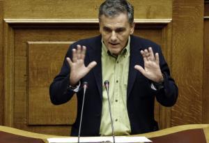 Ειρωνείες Τσακαλώτου στη Βουλή: Όπως βλέπετε, δεν μεγάλωσαν τα αφτιά μου!