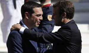 """Ο Τσίπρας """"πετάει"""" για Παρίσι – Πρόγευμα εργασίας με Μακρόν"""