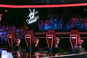 «Voice»: Oι κριτές πήραν τις θέσεις τους – Φωτό από τα γυρίσματα