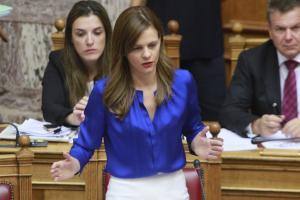"""""""Καυγάς"""" στην Βουλή για το νομοσχέδιο της Αχτσιόγλου – Αποσύρθηκε διάταξη που προστατεύει τους εργαζόμενους"""