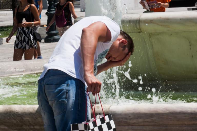 Καιρός: Καύσωνας προ των πυλών! «Εκτοξεύεται» ο υδράργυρος το επόμενο τριήμερο | Newsit.gr