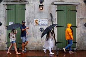 Κυκλώνας Νέιτ: «Αποδυναμώνεται» γρήγορα