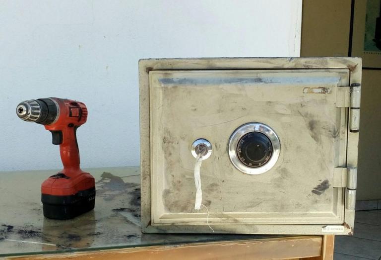 Χαλκιδική: Έκλεψαν αυτό το χρηματοκιβώτιο αλλά τα έκαναν μούσκεμα – Όλοι με χειροπέδες [pic] | Newsit.gr