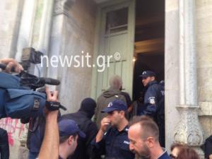 Μιχάλης Λεμπιδάκης: Οργή λαού στα δικαστήρια που μεταφέρθηκαν οι απαγωγείς [pics]