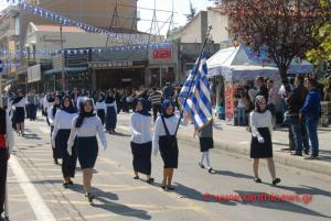 Ένα ολόκληρο σχολείο έκανε παρέλαση με μαντίλα στην Ξάνθη [pics]