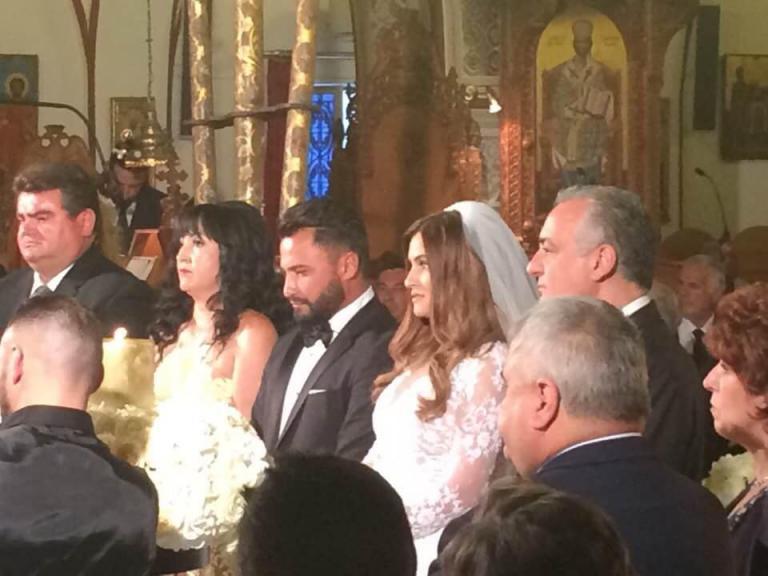 Σαντορίνη: Ο γάμος υπερπαραγωγή με τους εκλεκτούς καλεσμένους – Γαμπρός και νύφη σε πελάγη ευτυχίας [pics] | Newsit.gr