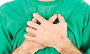 Πόνος στο στήθος: Όλες οι πιθανές αιτίες