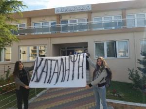 Έβρος: Οι εικόνες της κατάληψης σχολείου από αγανακτισμένους μαθητές – «6 χρόνια χορτάσαμε από λόγια» [pics]