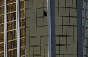 Λας Βέγκας: Η τρεμάμενη φωνή του αστυνομικού πριν μπουκάρει στο διαμέρισμα του μακελάρη