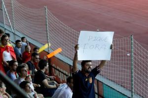 Οπαδοί στην προπόνηση της Ισπανίας! «Πικέ, μπάσ@@@@ε» [vid]