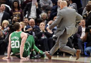 NBA: Σοκαριστικός τραυματισμός! Έγινε κομμάτια ο αστράγαλος του Χέιγουορντ [pics, vid]