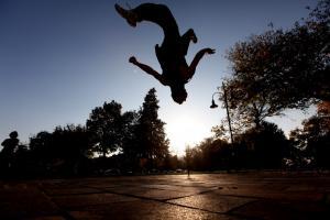 Σαντορίνη: Τα φώτα στην Οία για τον μεγαλύτερο διεθνώς αγώνα freerunning και parkour!