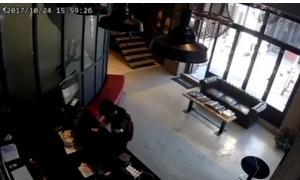 Θεσσαλονίκη: Κλοπή στην κάμερα – Το βίντεο με τις κινήσεις του δράστη μέσα σε Tattoo Studio!