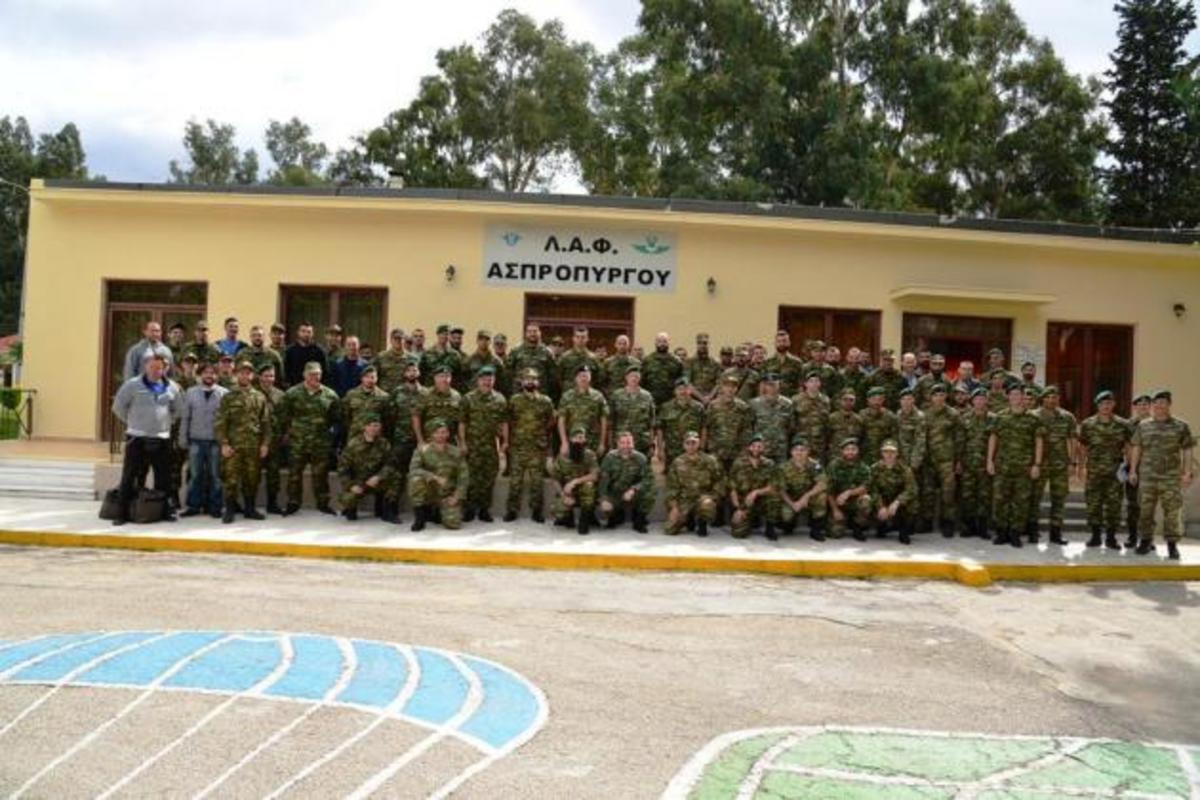 Ο Αρχηγός Στρατού με τους Αλεξιπτωτιστές στον Ασπρόπυργο [pics] | Newsit.gr