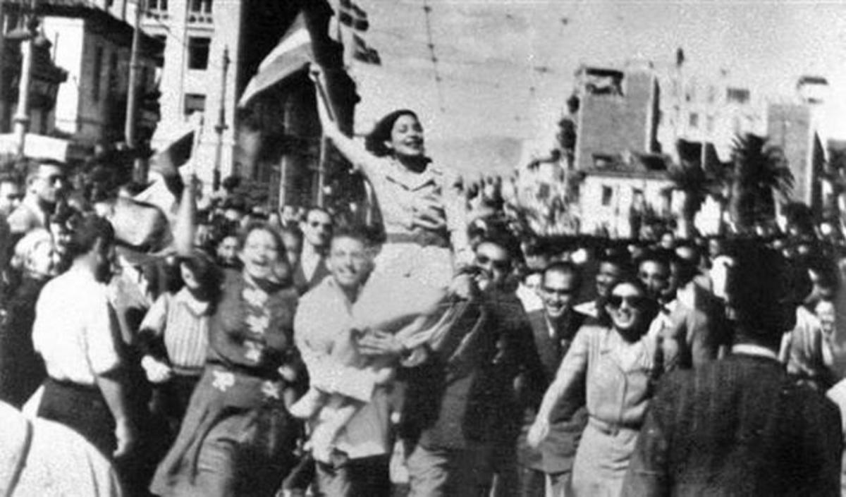 Σαν σήμερα η απελευθέρωση της Αθήνας από τους Ναζί [pics] | Newsit.gr