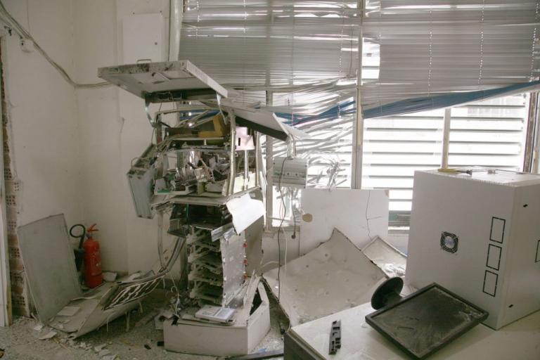 Ερέτρια: Γερή «μπάζα» για τους βομβιστές των ΑΤΜ – Γέμισε ο τόπος 20ευρα… | Newsit.gr