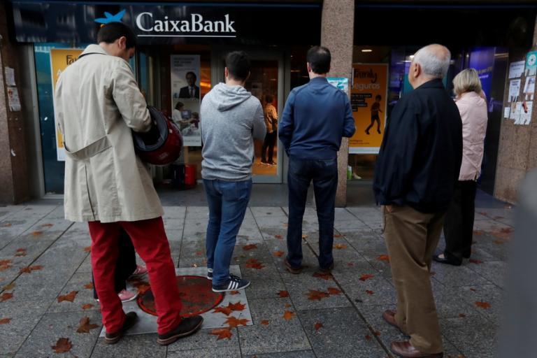 Καταλονία: Υποστηρικτές της ανεξαρτησίας αποσύρουν καταθέσεις από τις τράπεζες   Newsit.gr