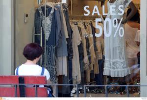 Ενδιάμεσες Εκπτώσεις και ανοιχτά καταστήματα την Κυριακή – Το ωράριο