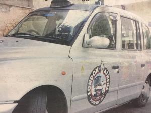 """Το ταξί των οργίων στην Αθήνα! Το Fake Taxi """"ψαρεύει"""" πελάτες"""