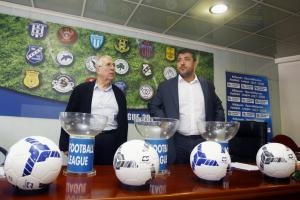 Football League: Νέα αναβολή! «Σέντρα» με… παρέλαση
