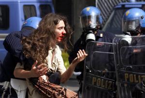ΕΔΑΔ: Καταδίκη της Ιταλίας για βασανιστήρια στη Γένοβα το 2001 – Αποζημιώσεις στους διαδηλωτές