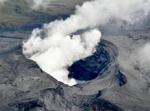 Φωτιά και λάβα στην Ιαπωνία – Εντυπωσιακές εικόνες από έκρηξη ηφαιστείου [vids]