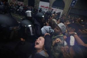 """Δημοψήφισμα – Καταλονία: Συγκλονιστικά βίντεο από τις """"ματωμένες κάλπες"""""""