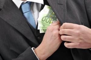 'Εβγαλαν «λαβράκι» στην Περιφέρεια Κεντρικής Μακεδονίας! Ανώτερος υπάλληλος με 700.000 ευρώ «μαύρα», από… ρουσφέτια