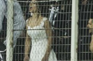 Λάρισα: Η νύφη τους «κούφανε» – Η εικόνα που σαρώνει το διαδίκτυο μετά το γάμο [pics]