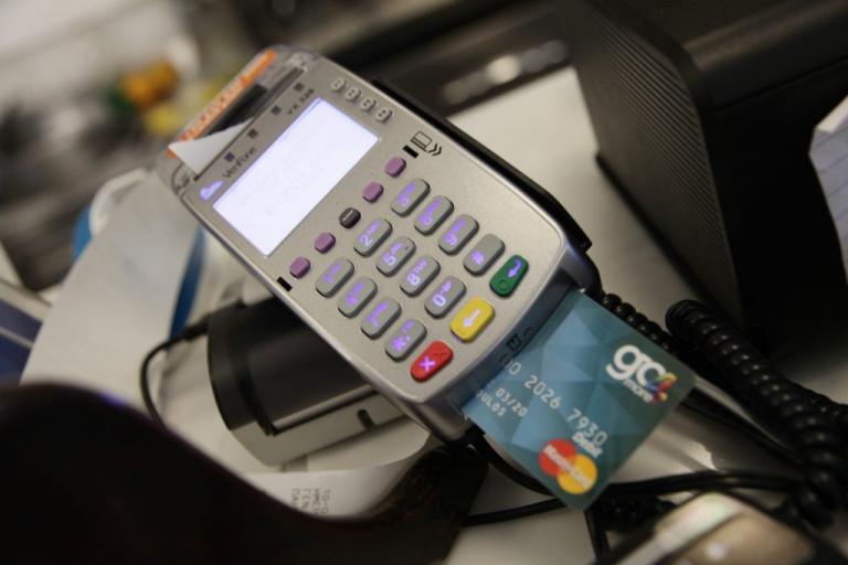 Αρχίζει η λοταρία για αγορές με κάρτες | Newsit.gr