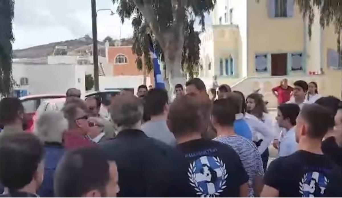 Επεισόδια Χρυσαυγιτών στην Σαντορίνη! Οργισμένη αντίδραση από το υπουργείο Παιδείας | Newsit.gr
