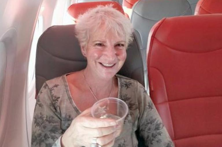 Κρήτη: Αξέχαστη πτήση για γυναίκα με αεροπλάνο – Τα μηνύματα του πιλότου και η επίμαχη εικόνα [pics]