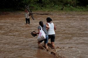 Καταιγίδα Νέιτ: Ισοπεδώνει τα πάντα στο πέρασμα της