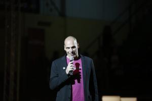 Βαρουφάκης: Η πρόκληση στον Σόιμπλε μετά τη συνέντευξη